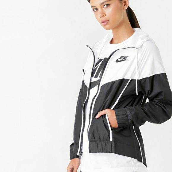 e13588303de8 Nike Sportswear Windrunner Women s Jacket. M 5bf475bcaa8770541fffca2a